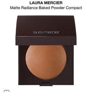 Laura Mercier | baked bronzer